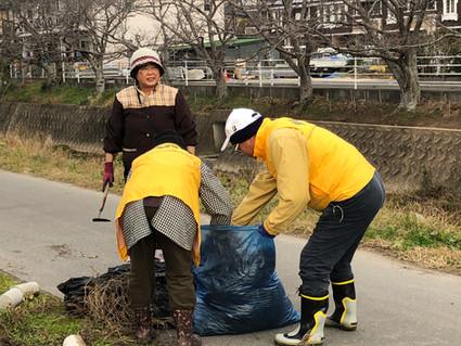 2019.12.8 12-Ⅰ例会 コスモスの片づけと河川清掃>>¥