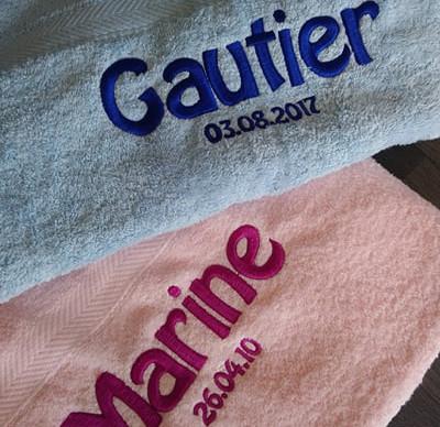 Broderie sur serviettes de bain