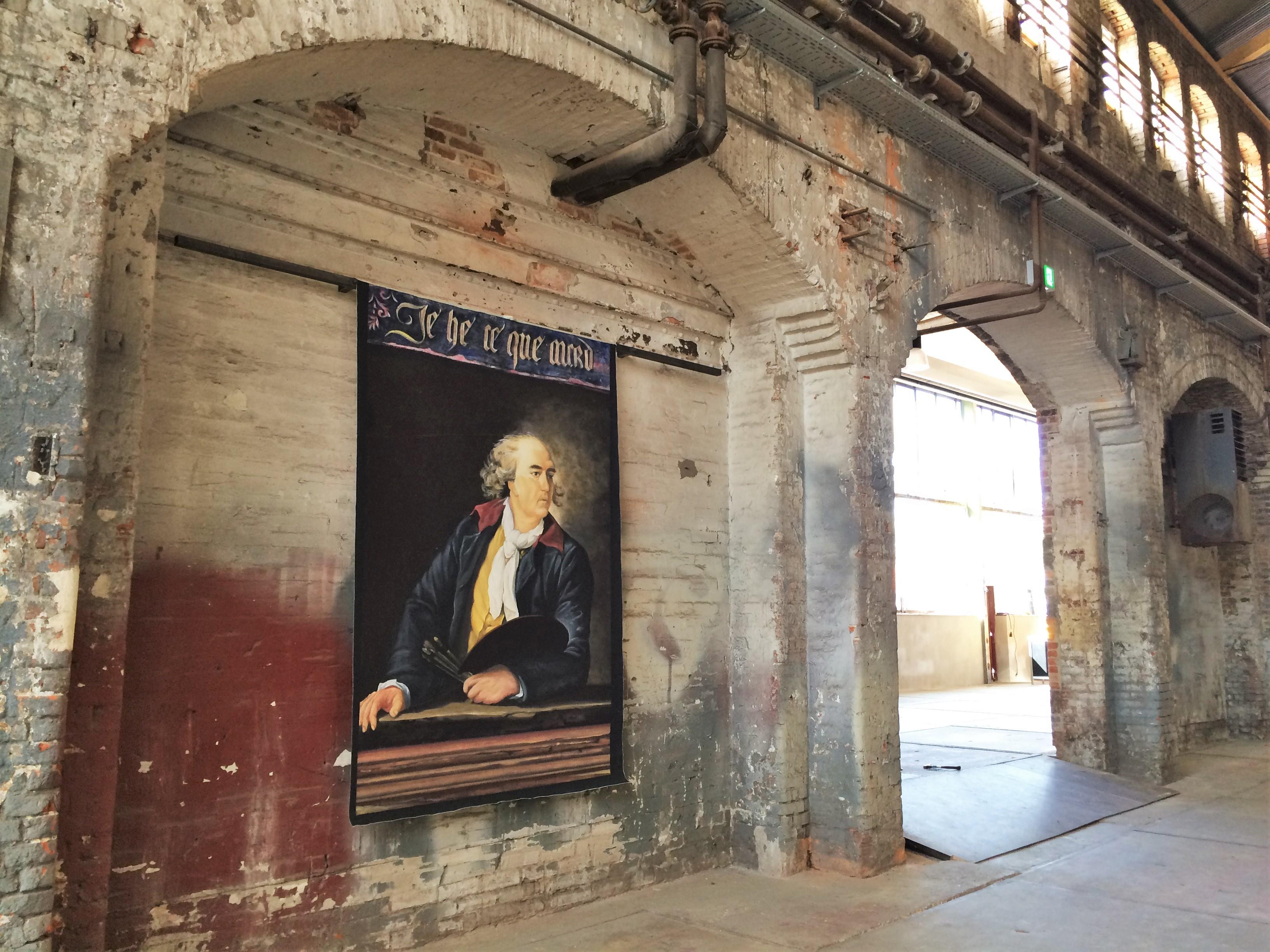 Künstlerportrait in Werkshalle