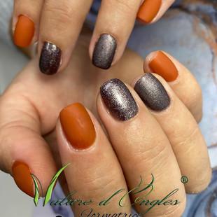 couleur d'automne ongles court en renfort