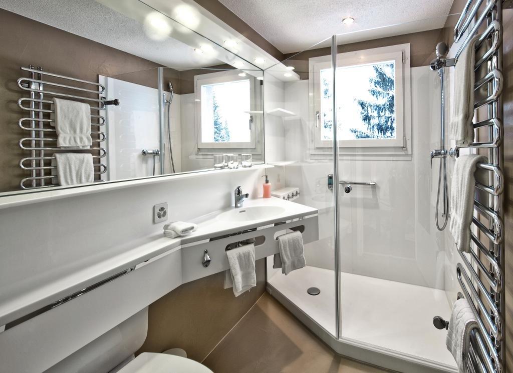schöne XL-Dusche