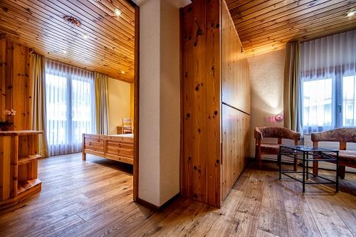 Doppelzimmer mit kleiner Wohndiele