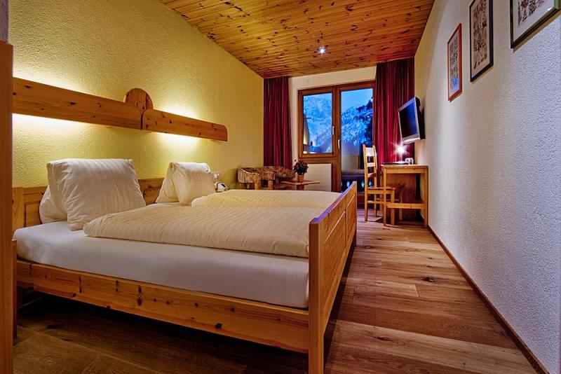 Balkonzimmer mit Föhrenholz