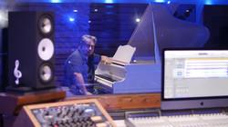 Karem_studio_piano2