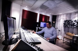 Facebook - working on my new Album - coming soon ! :)  عم اشتغل على الالبوم الج