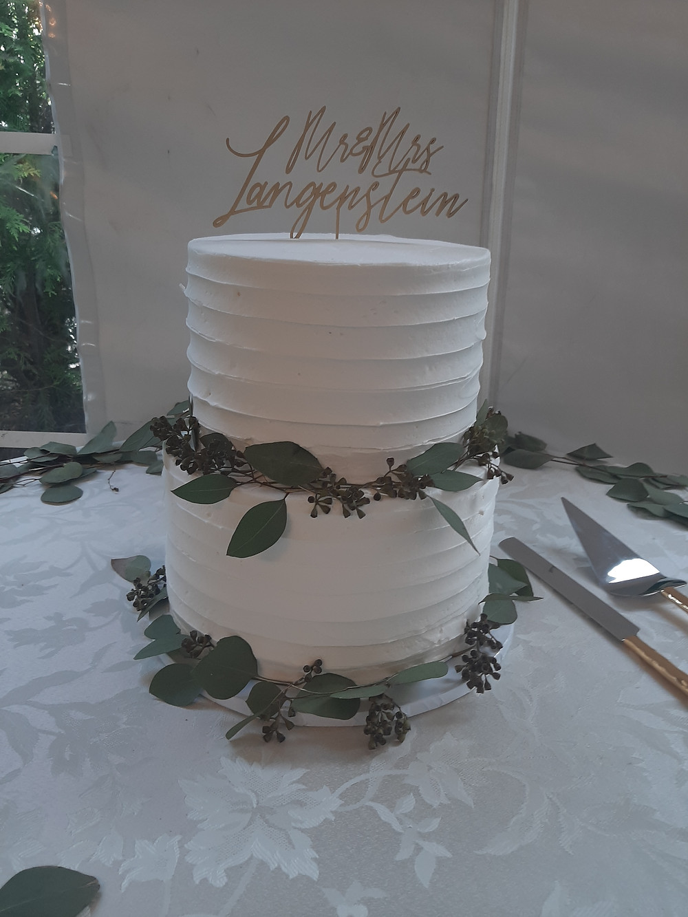 Wedding cake by Arnold's Home of Sweets, Music by Rondo String Quartet.  www.RondoStringQuartet.com