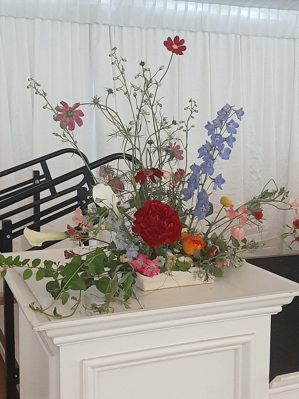 Wedding flowers at Meadowbrook Hall tent.  Music at wedding by Rondo String Quartet. www.RondoStringQuartet.com