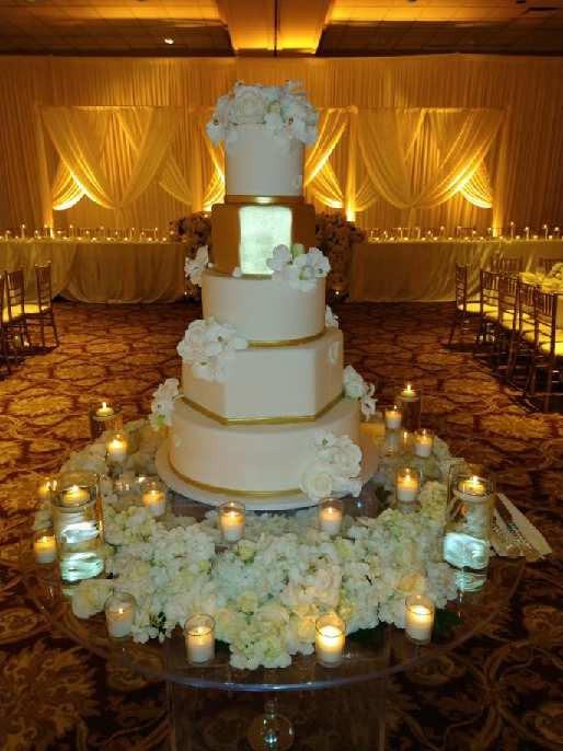 Wedding cake from Arnolds Home of Sweets. Music at the event by Rondo String Quartet.
