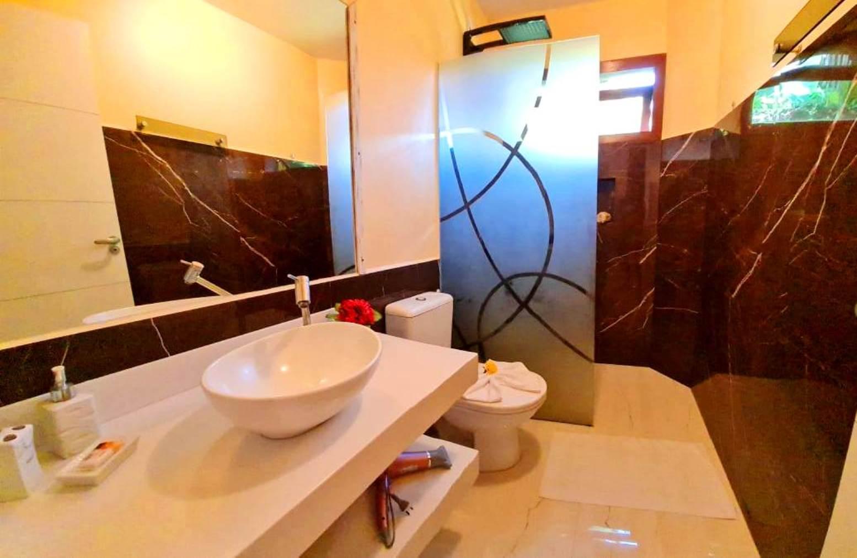 banheiro apto 1 + 5 + 7 + 14 booking
