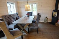 Åpen kjøkken/stue med spisestue