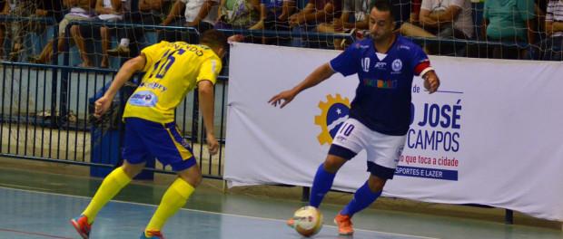 O ala Max (direita) na partida da ADC Ford contra o São José no ginásio do Cemte (foto: Jonas Barbetta/ Top 10 Comunicação)