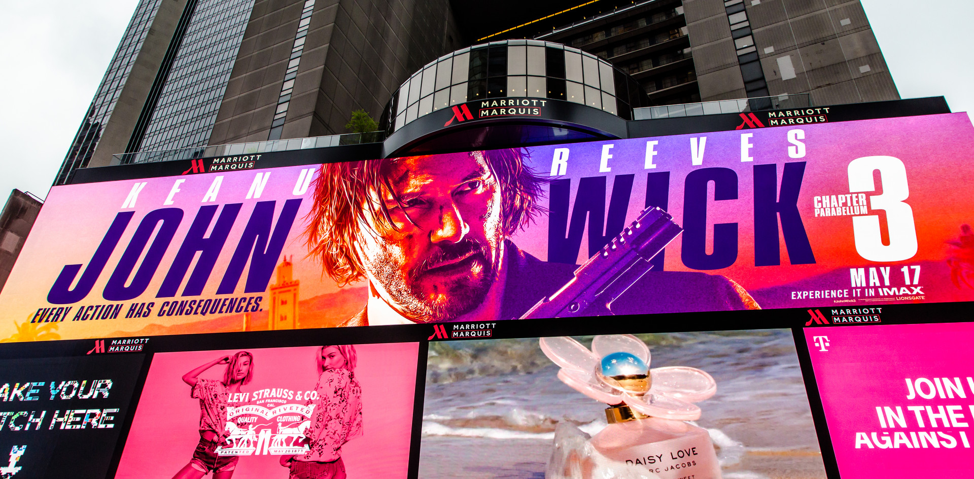 Times Square Marc Jacobs