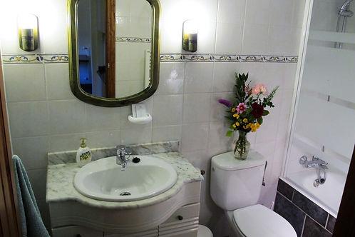 Olmares bathroom in our accommodation in Picos de Europa