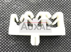 Agrafe canalisation essence Peugeot 205 GTI 156561 1565.61 fuel line clip