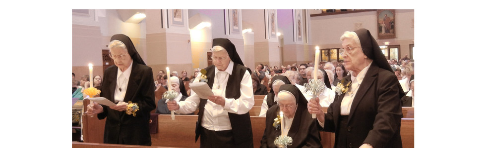 The other 4 jubilarians renew their vows
