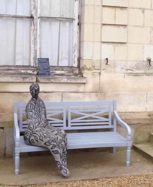 """En attendant de prendre place au magnifique potager, cette """"dame feuillage"""" accueille les visiteurs du chateau Colbert"""