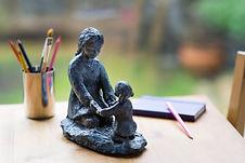 sculpture figurative sur le thème de la maternité laure duquens angers