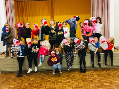 Mix Up theatre Puppet making workshop