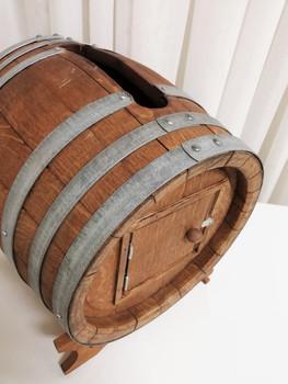 wine barrel cardbox