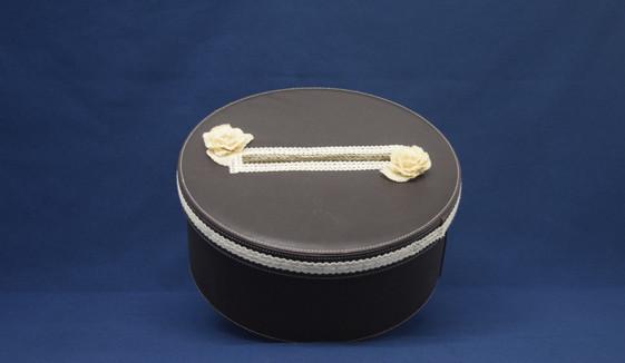 vintage round cardbox