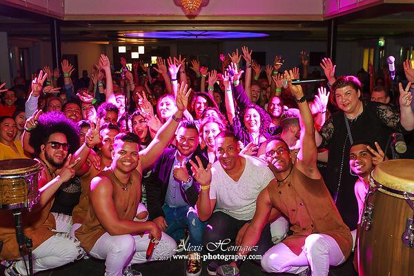 Noche De Bachata ft. Grupo Extra, DJ Latin Mania & DJ Luis Paulino [8 April 2017]