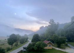 Werenwag im Nebel bei Dämmerung