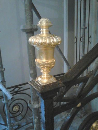 Dorure sur metal - rampe d'ecalier