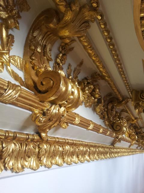 niche doré à la feuille d'or et patiné
