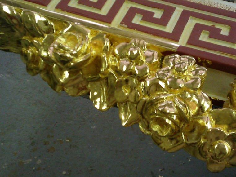 Dorure sur bois polie à la pierre d'agate