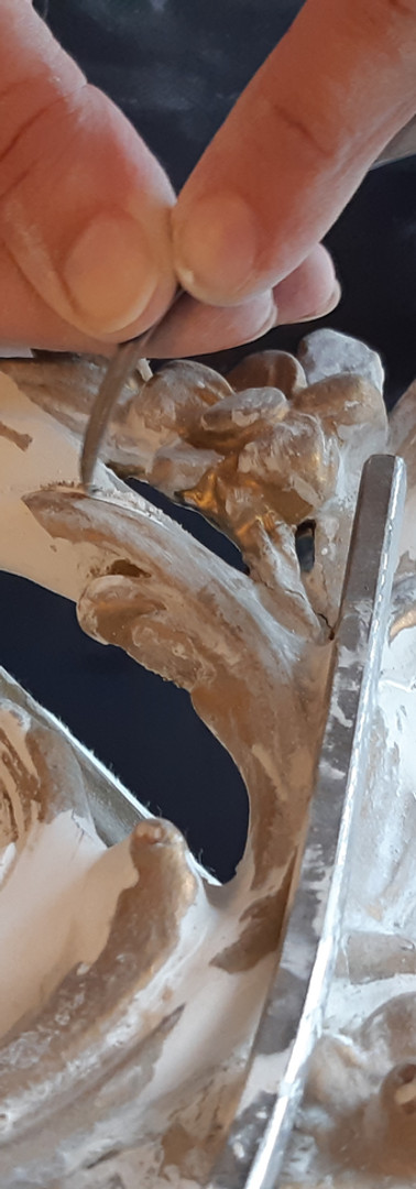 redessiner les ornements au fer a repare