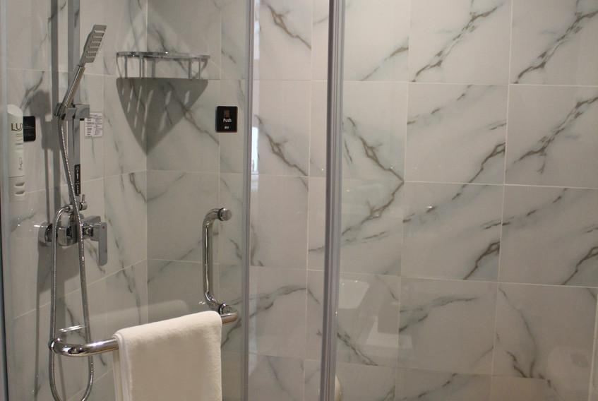 5、(4) 淋浴室.JPG
