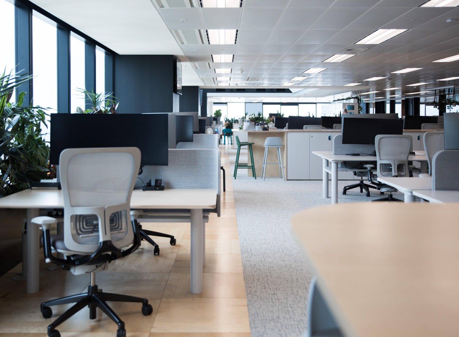 modern-office-fitout-interior-in-a-comme
