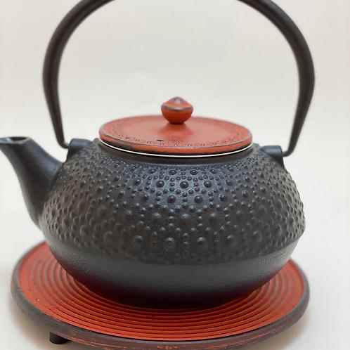 Teekanne aus Gusseisen - Schwarz / Rot Inhalt 1,0 l