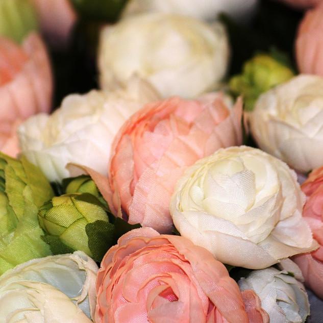 Seidenblumen in vielen Farben und Varianten