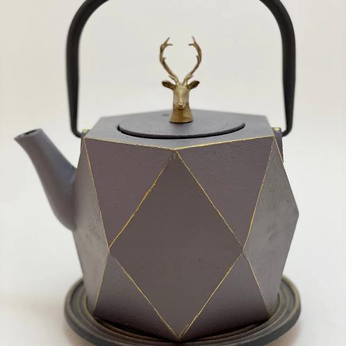 Teekanne aus Gusseisen - Grau/Gold mit Hirsch 0,8 l