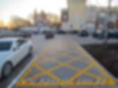 Нанесение разметки в парковочной зоне торговых центров дорожной краской