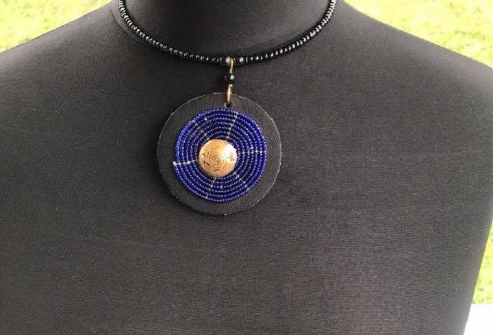 Collier massai en perle bleu nacré