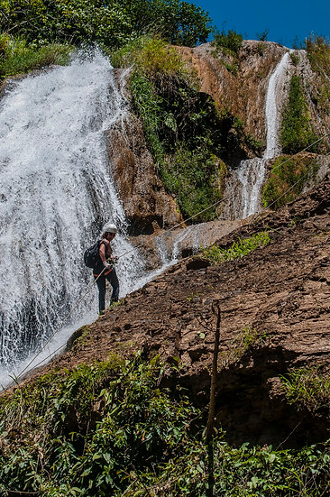 Rapel na cachoeira do Bisnau