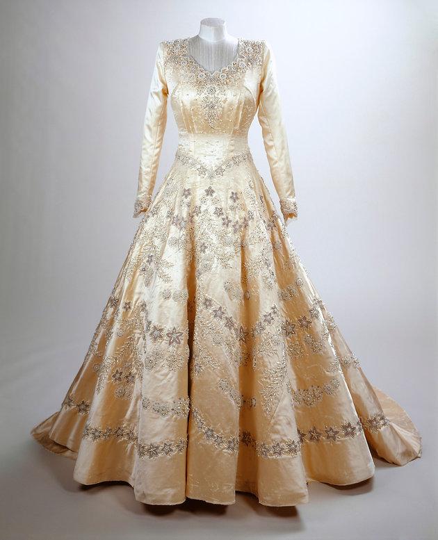 Queen Elizabeth Wedding Dress 1947: Princesses, Parties And Debutantes: Sir Norman Hartnell