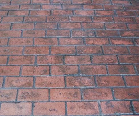 DCR Main Running Bond Used Brick.jpg