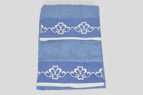 Coppia di spugna 100% italiana made in italy con greca ricamate su lino blu