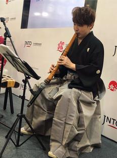 2019 7月 應日本國家旅遊局邀請,於「2019香港書展」中與日本箏演奏家李嘉珮共同演出。