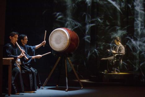 2019 4月 於香港演藝學院歌劇院以舞台角色身份參與英國現代作曲家Elena Langer以川端康成的作品「美麗與哀愁」為藍本而創作的同名歌劇。迄今是西方音樂歷史上第一位尺八演奏家參與西方歌劇的演出。