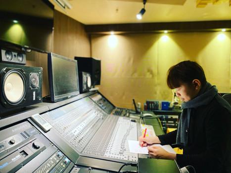 2020 12月  專注作曲和編曲的千鳥氏。