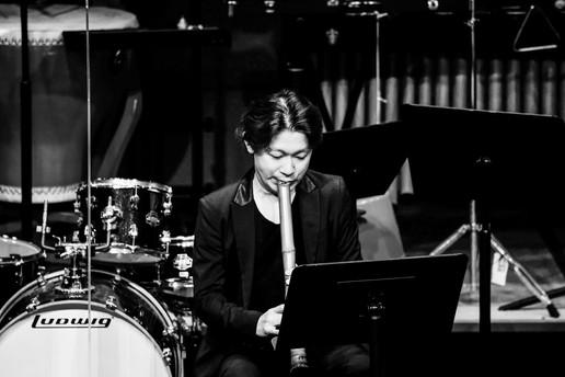 2021 6月 於香港大會堂劇院參與由樂樂國樂團主辦的「香港傳奇第二輯」音樂會。演繹了本地作曲家鄭汝森為胡琴、尺八、琵琶與敲擊作曲的作品《大澳》。同時與香港傳奇室內樂團一起演奏了本地作曲家張珮珊為女高音及室內樂團作曲的作品《背影彎彎》。 
