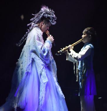 20186月 參與「2018 Hinsideout張敬軒演唱會」。與歌手同台演出歌曲「下次愛你」。另有參與演唱會中「水-輪廻」及「水-永生」等過場音樂。迄今是第一位尺八演奏家於紅磡體育館舞台上演出。