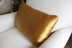 11. Standard rectangular cushion with medium piping