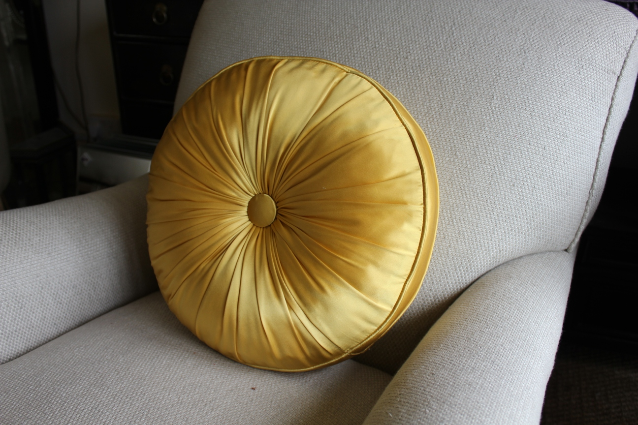 4. Round pleated cushion with large button