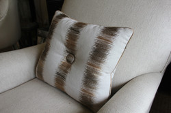 6. Standard cushion with medium pipe and centre button