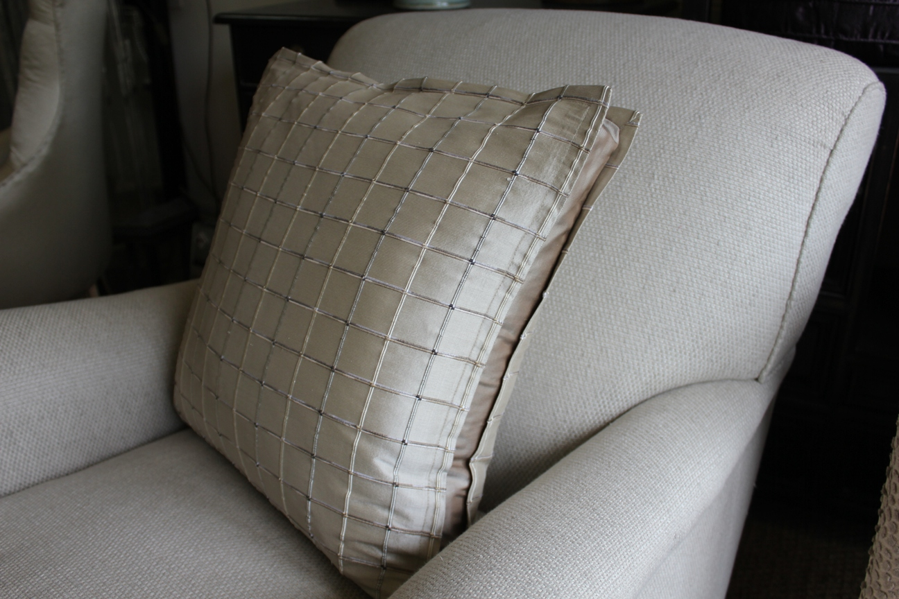 2. Pillow bordered cushion